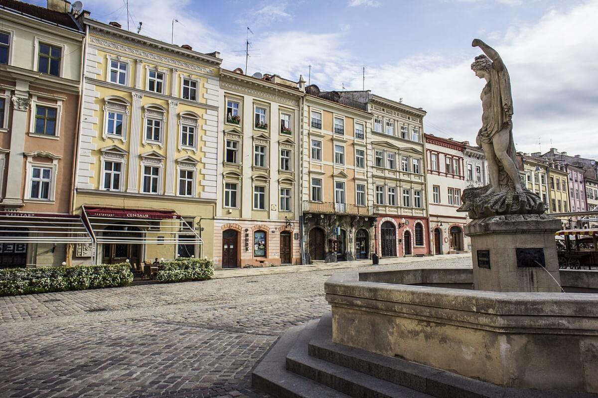 Картинки по запросу старе місто львів фото вірменська площа