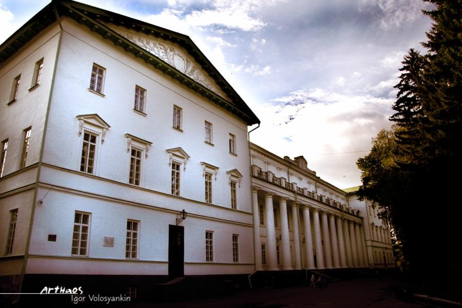 Старий корпус Ніжинського державного університету ім. М. Гоголя