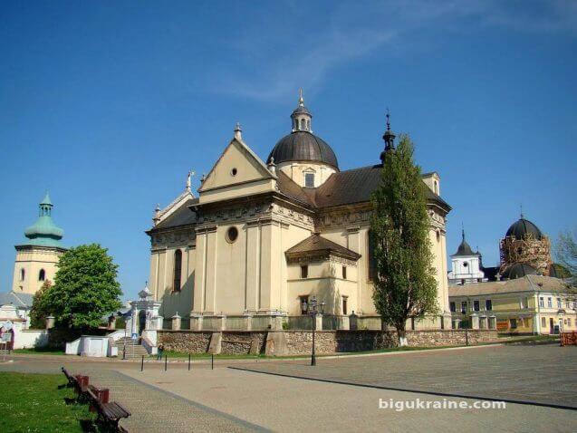 Костел Святого лаврентія bigukraine.com
