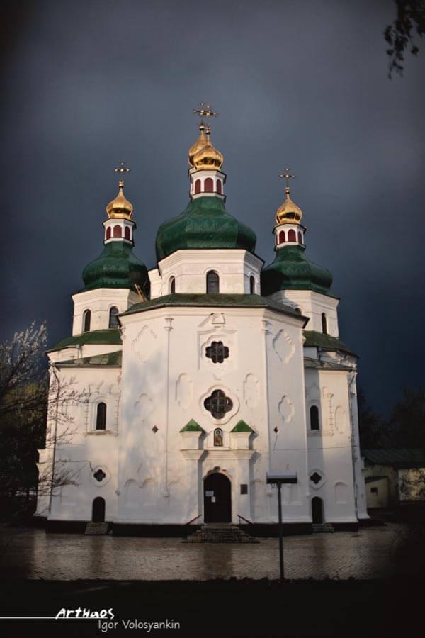 Це був перший в українській архітектурі хрещатий п'ятибанний храм нового типу