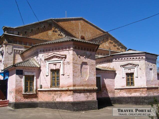 Будівля колишнього монастиря. Фото travel.creature.biz.ua