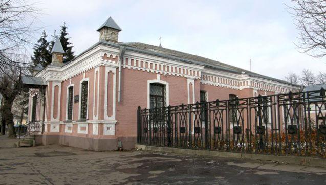 Будинок ХІХ століття в якому розміщувалася польська бібліотека. Фото Романа Маленкова, ukrainaincognita.com