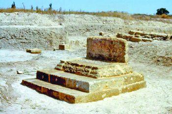 Західний теменос, вівтар ІІІ ст. до н.е.