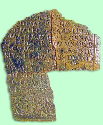 Напис про споруду оборонної стіни з присвятою Демерті, Корі, Плутону і народу, ІІ ст. до н.е. Фото litopys.com.ua