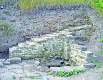 Залишки житлового будинку з колодязем. І ст. н.е. Фото litopys.com.ua