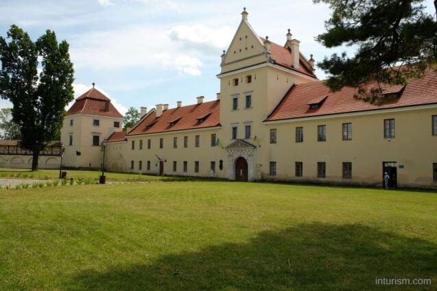 Замок inturism.com
